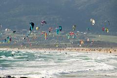 Am Strand von Tarifa (lisarr1337) Tags: strand sonne andalusien spanien tarifa kitesurfers