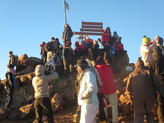 My fellow trekkers at the summit of Lenana Peak (4,985 metres  - 16,355 ft) at sunrise (John Steedman) Tags: africa trek kenya peak afrika kenia afrique eastafrica mountkenya ostafrika 非洲 lenana アフリカ ケニア африка afriquedelest أفريقيا кения 肯尼亚 lenanapoint 東アフリカ lenanapeak شرقأفريقيا 东部非洲