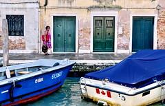[ La paura di affondare - The fear of sinking ] DSC_0504.3.jinkoll (jinkoll) Tags: street pink venice sea people woman water colors wall lady boats dock waves doors passing venezia lacoon