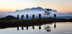 Fotógrafos de Montanha (Waldyr Neto) Tags: lake mountains sunrise lago amanhecer montanhas caledônia trêspicos parqueestadualdostrêspicos cloudsstormssunsetssunrises valedojaborandi