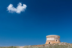 Torre de Fornells (Markus Trienke) Tags: blue sky cloud tower canon eos torre sunny es menorca spanien fornells illesbalears 70d