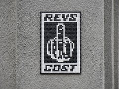 Space Invader NY_185 (tofz4u) Tags: nyc usa white streetart ny newyork black tile noir mosaic finger unitedstatesofamerica spaceinvader spaceinvaders revs cost doigt invader blanc mosaque artderue tatsunis ny185 micromosaque