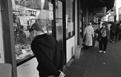 Curious Shopper, Chinatown, SF (bclook) Tags: sanfrancisco leica bw zeiss 35mm noiretblanc kodak trix d76 f2 schwarzweiss selfprocessed m6 biogon 352 filmisnotdead istillshootfilm bwfp