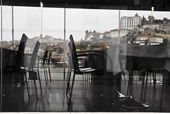 Un comedor con vistas  -  A dining room with views (ricardocarmonafdez) Tags: city windows urban streets color portugal rio canon reflections river ciudad ventanas douro urbano oporto calles reflejos 2012 duero ricardocarmonafdez