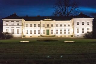 Schloss Neuhardenberg in der Nacht