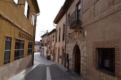 CALLE DE CASTILLA (lourdestorreira) Tags: espaa calle pueblo paisaje villa turismo lugar castellano empedrado