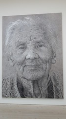 Saatchi Gallery (Nicole_Vi) Tags: portrait blackandwhite london oldlady oldwoman wrinkles londra saatchi saatchigallery asianwoman asianlady