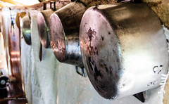 Drying pans (Tesserolli) Tags: brazil minasgerais brasil canon br mg pans panelas minasgeraisbrazil minasgeraisbrasil bomrepouso tesserolli canoneosrebelt3i dryingpans bomrepousomg cidadedebomrepousomg panelassecando