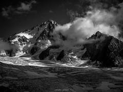Eclaircie sur le Glacier du Tour (Frdric Fossard) Tags: nature alpes lumire altitude ombre glacier nuage chamonix crevasse alpinisme cime clart hautesavoie sommet claircie chardonnet srac luminosit glacierdutour rimaye massifdechamonix