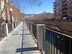 Las sombras de la baranda ... (Micheo) Tags: shadow rio walk paseo sombras genil baranda