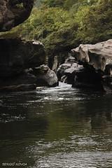 Todo lo enorme en alguna parte es estrecho. (Sergio Novoa) Tags: water river colombia narrow magdalena estrecho huila