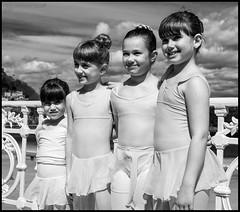 (Dorron) Tags: ballet beach bar dance nikon san sebastian danza country playa bamboo concha barra basque urko vasco euskadi donostia pais barandilla dantza guipuzcoa gipuzkoa euskal herria lide eskola ondartza sagasti aizpea dorronsoro dorron d3s