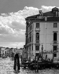 Prima della pioggia - before the rain #losguardooltre #thefarthergaze #bnw #bn #picoftheday #lumixlx100 #lumix #lumixlife #acidnam_ #venice #ig_venezia #clouds (acid_nam) Tags: clouds square lumix nuvole squareformat nuages venise venezia bnw biancoenero canalgrande blancetnoir iphoneography instagramapp lumixlx100