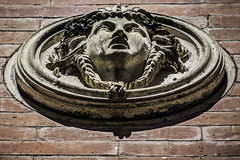 Tu rostro en el muro (Ignacio M. Jimnez (antes hermano Montgolfier)) Tags: espaa muro face wall spain cara andalucia jaen andalusia rostro ubeda ordoezsandoval
