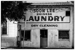 Chinese Laundry (:: Blende 22 ::) Tags: street blackandwhite bw white black chinese dry cleaning lee soon laoundry