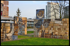 utrecht kunstwerk zonder titel - zorgcentrum koningsbruggen 02 1972 op de laak h (beneluxln) (Klaas5) Tags: sculpture holland art netherlands dutch artwork mural outdoor mosaic kunst sculptuur publicart paysbas niederlande kunstwerk 20thcenturyart picturebyklaasvermaas