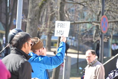 Free hug (viliris) Tags: suomi finland helsinki candid streetphotography statement pepole