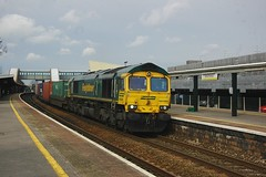Liner through Parkway (James Passant) Tags: station train bristol diesel picture rail railway trains 66 class container photograph parkway locomotive southampton trainspotting freightliner intermodal wentloog 66588 4o70