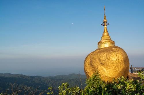 pagode de kyaiktiyo - rocher d-or - myanmar 4