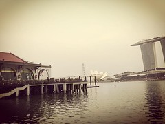 new place, olden feelings... (lclek) Tags: heritage hotel harbor harbour sg iconic fullerton mbs marinabay collyerquay singaporeflyer marinabaysands fullertonbayhotel artsciencemuseum fullertonbay uploaded:by=flickstagram instagram:photo=10992749222414706391333243