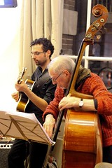 Daniel Mathot & Jacques Schols 7452-6_5051 (Co Broerse) Tags: music amsterdam guitar jazz doublebass aac 2016 contemporarymusic composedmusic cobroerse jacquesschols amsterdamseacademischeclub bourgondischcombo amsterdamsjazzcaf hetamsterdamsjazzcaf danielmathot
