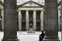 Palacio Legislativo, Bogota (Izhar....) Tags: colombia monumento bogot estatua descanso palacio escudo legislativo observar