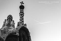 ...Crosses... (Barbarroja Pictures) Tags: barcelona parque sky blackandwhite espaa white black plane spain arquitectura cross modernism catalonia planes gaud avin modernismo catalua arquitecture gel