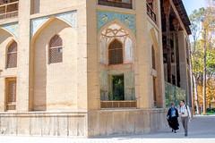 Les Huit Jardins du Paradis (- Ali Rankouhi) Tags: building fall iran tourists historical  esfahan isfahan    2015 1394