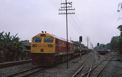 Thailand - Pak Nampho - New signals (railasia) Tags: 2002 thailand infra generalelectric srt signalling paknampho metergauge changwatnakhonsawan dlocoiltrain series4500