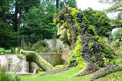 Giant Sculptures Made of Plants and Flowers-01