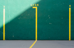 DSC_7395 (adrizufe) Tags: 3 verde green yellow wall pared nikon 4 ngc sombra amarillo labur basquecountry luze fronton arrazola atxondo nikonstunninggallery aplusphoto d7000 adrizufe adrianzubia