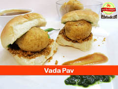 Vada_Pav_Recipe (letsbefoodiee) Tags: cooking breakfast dinner recipe lunch indian puff desserts brunch sweets snacks recipes teatime momos khana maincourse mithai nashta eveneingsnacks