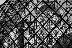 Pyramide du Louvre (Michel Dancoisne) Tags: paris france photographie noiretblanc michel iledefrance personnes lieux pyramidedulouvre dancoisne