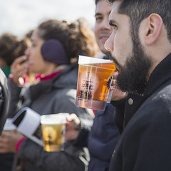 Enjoying a pint while watching the big screen (Adnams) Tags: beer theboatrace ghostship 2016 adnams furnivallgardens thebnymellonboatraces