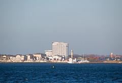 Warnemnde von Markgrafenheide aus gesehen (www.nbfotos.de) Tags: lighthouse hotel warnemnde balticsea ostsee rostock leuchtturm mecklenburgvorpommern neptun teepott markgrafenheide