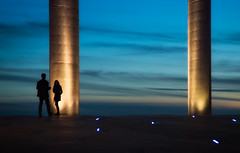 Sunset Rendezvous (Inge Vautrin Photography) Tags: city blue light sunset portugal silhouette lights evening couple europe dusk lisboa lisbon streetphotography meeting date pillars rendezvous
