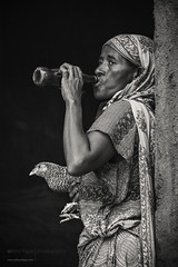 (alfonstr) Tags: africa bw woman chicken rural canon mujer key drink drinking 7d afrika ethiopia 70200 dona gallina alfons etiopia 2015 affer alfonstr