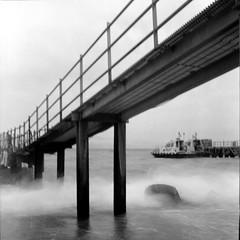 Scirocco (n i n a y) Tags: mare trix d76 di messina rolleicord stretto maredinverno