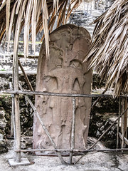 "Tikal: stèle de l'Acropole Nord <a style=""margin-left:10px; font-size:0.8em;"" href=""http://www.flickr.com/photos/127723101@N04/26211703126/"" target=""_blank"">@flickr</a>"