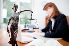(rivnepost) Tags: work balance frau justitia beratung hilfe gericht recht kanzlei waage anwalt strategie spezialist gerechtigkeit urteil gesetz justizia gleichheit anklagen angeklagter rechtssprechung vollzug verklagen vollstreckung bro