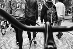 L1020305_v1 (Sigfrid Lundberg) Tags: girls lund boys 35mm skne sweden young carlzeiss biogon nygatan lundbybike 35mmf20zmbiogon
