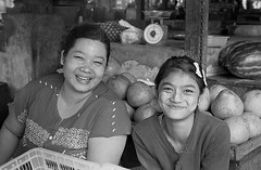 Canon A1 50mm 1.4 Myanmar smiles sm (shakmati) Tags: street travel portrait bw white black film blanco monochrome 35mm canon 50mm retrato burma negro hp5 myanmar a1 blanc ritratto ilford nero  135mm