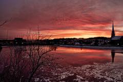 Premiere glace sur la riviere Chicoutimi (gaudreaultnormand) Tags: red canada ice sunrise rouge quebec reflet saguenay chicoutimi aurore riviere glace rivierechicoutimi chicoutimibassin