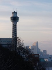 #6801 Marine Tower (横浜マリンタワー) from Harbour View Park (港の見える丘公園) (Nemo's great uncle) Tags: yokohama marinetower 横浜 神奈川県 nakaku 横浜マリンタワー kanagawaprefecture 港の見える丘公園 横浜市 harbourviewpark 中区 山手町 yamatemachi yamatechō