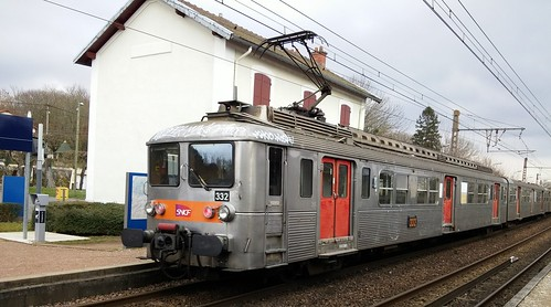 Train inox gare de Chartrettes-001