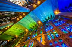 Barcelona: Sagrada Famlia (CBrug) Tags: barcelona windows espaa color building church glass architecture spain kirche stained aisle chiesa gaud architektur farbe glise gebude antoni spanien barcelone modernisme diagonale sagradafamlia antonigaud eixample glasfenster templeexpiatoridelasagradafamlia seitenschiff