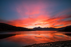 Lago di Campotosto, flaming dawn (jimmomo) Tags: sky lake mountains sunrise dawn italia montagna abruzzo campotosto laghi