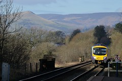 Great hill walking countryside can be seen from Hathersage station as 185108 approaches with the 1B74 Manchester Airport to Cleethorpes service, 18th Feb 2016. (Dave Wragg) Tags: railway railcar tpe hathersage dmu desiro 1b74 class185 firsttranspennineexpress 185108 hopevalleyline