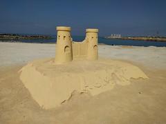 IMG_20160202_105748 (paddy75) Tags: strand zee ajman rasalkhaimah zandsculpturen verenigdearabischeemiraten zandkastelen perzischegolf marjanisland marjanislandboulevard