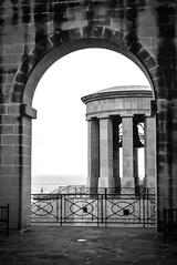 #malta (lorenzleitner) Tags: old sea cloud white black art history blackwhite meer wasser alt streetlife malta architektur sw schwarzweiss gebäude schwarz valletta geschichte altbau grã¼n
